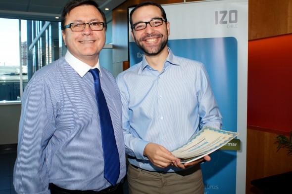 Raúl Venegas y Pablo Fiestas a punto de repartir los diplomas a los Certificados CEM