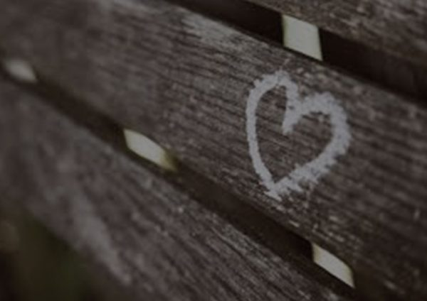 corazon-pintado-en-arbol