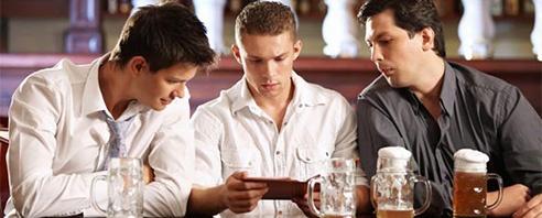 tres-hombres-en-el-bar